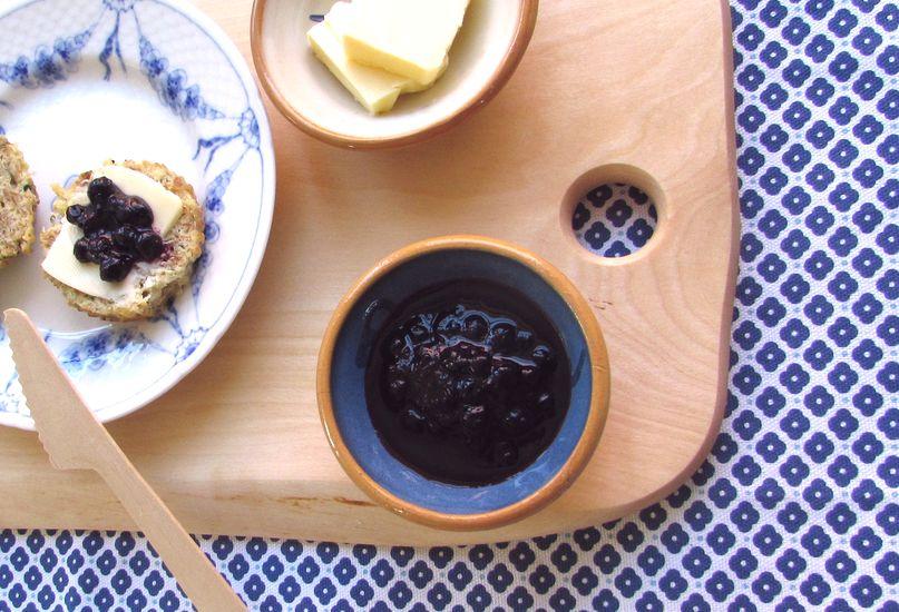 blåbærsylt i skål